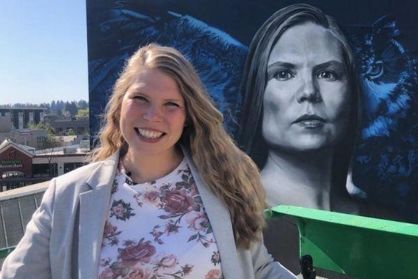 professora ganha mural em faculdade