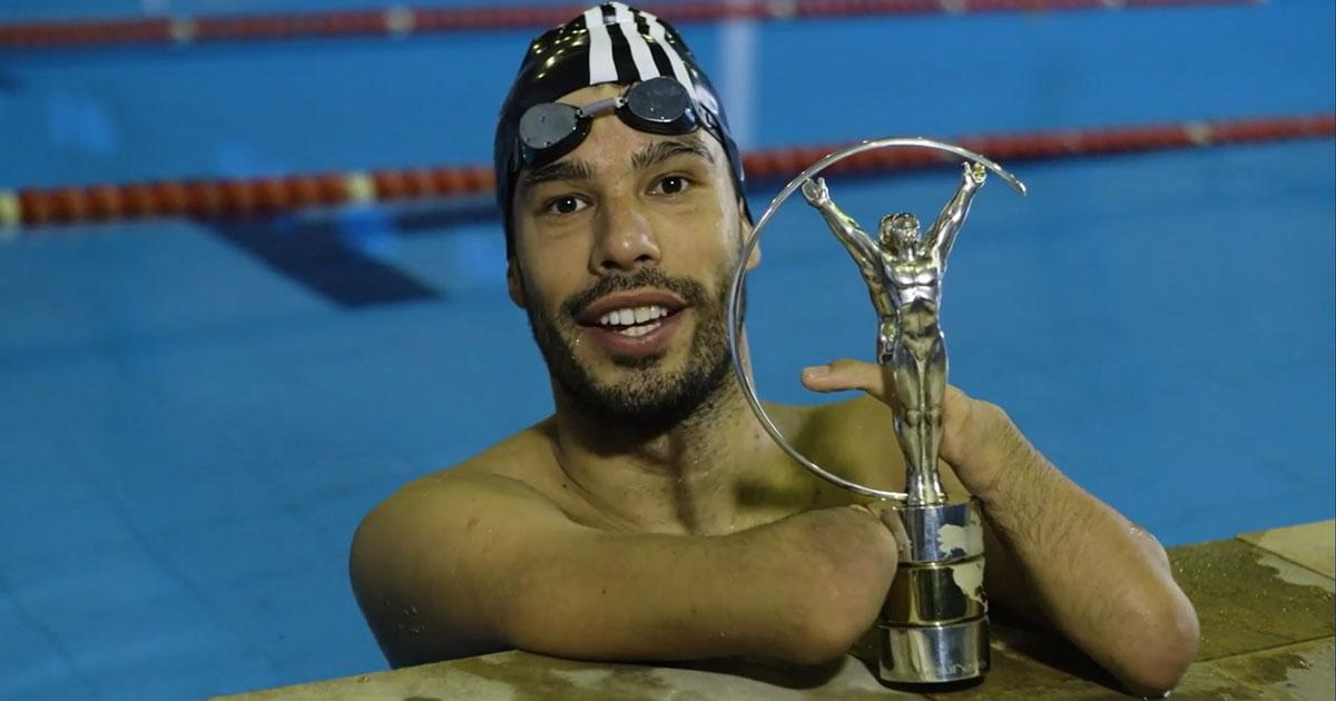 Daniel Dias com troféu Laureus