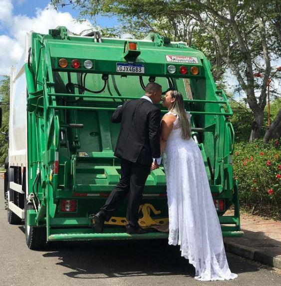 Ensaio de casamento com caminhão de coleta de lixo