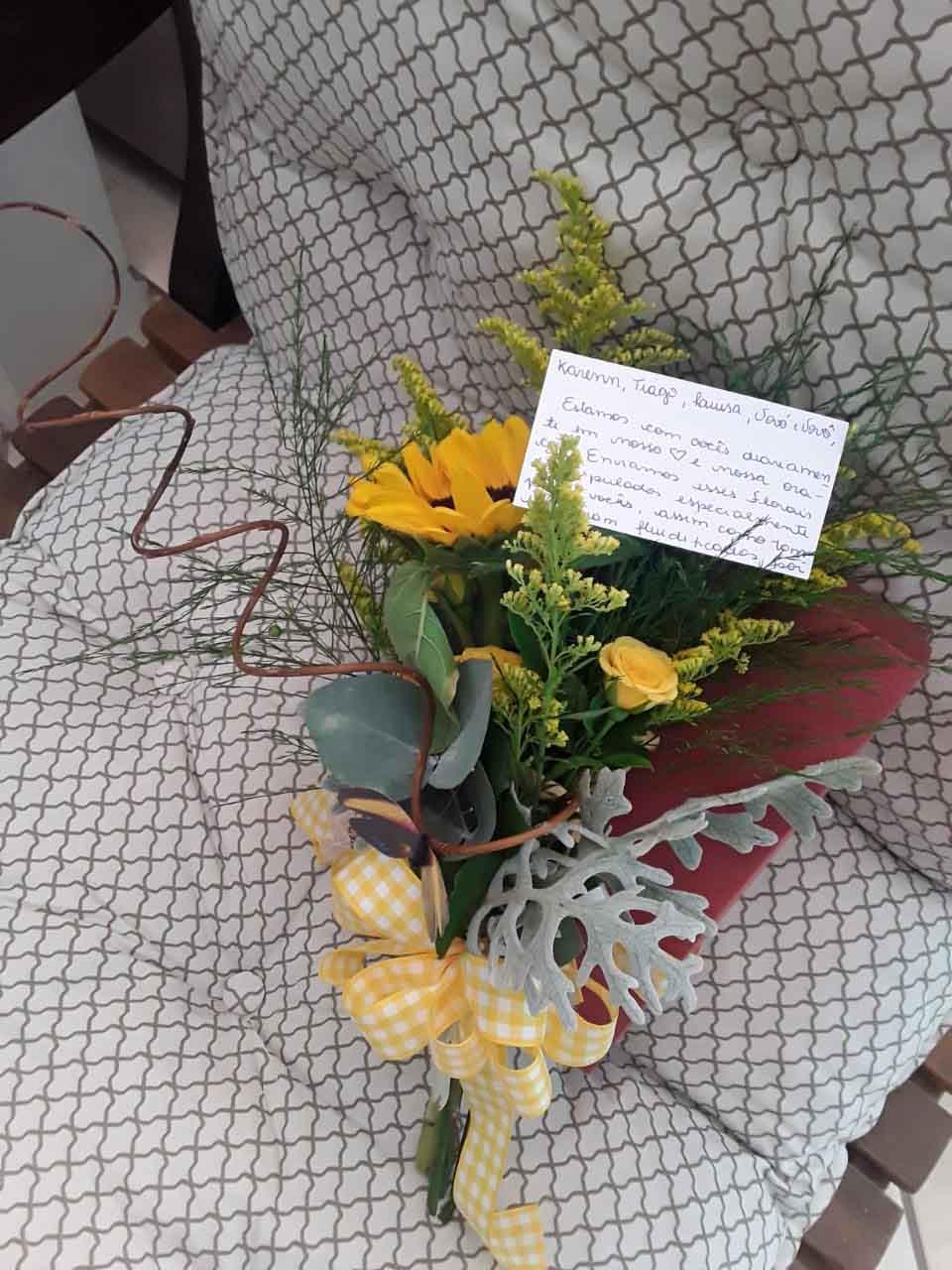 flores ex-alunas professora luto morte filho