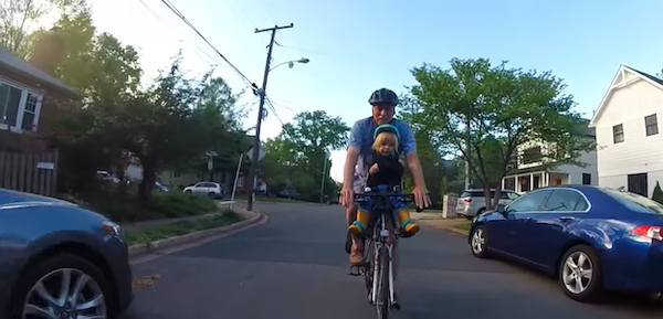 idoso anda bicicleta neto