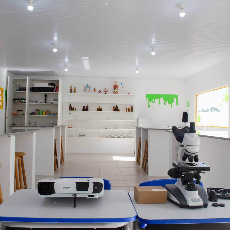 microscópio laboratório de ciências