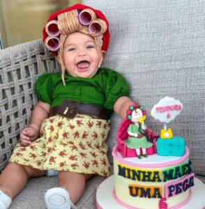 Bebê fantasiado de Dona Hermínia