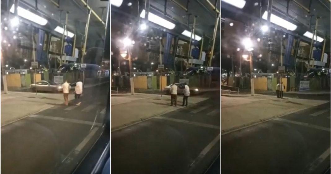 Motorista desce de ônibus para ajudar passageiro