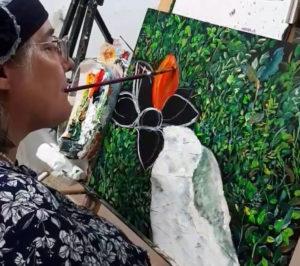 Mulher pintando com a boca