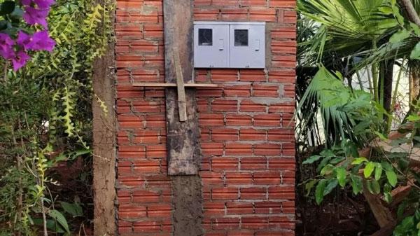 Poste e caixa de luz