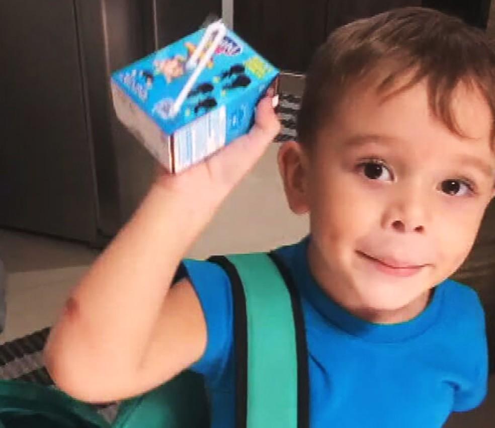 menino convence família sair de madrugada alimentar sem-teto