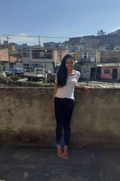 Jovem que ganhou bolsa de estudos irá para Espanha graças a vaquinha da VOAA