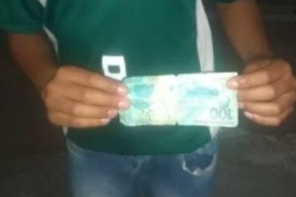 menino que vendia trufas foi enganado com nota falsa