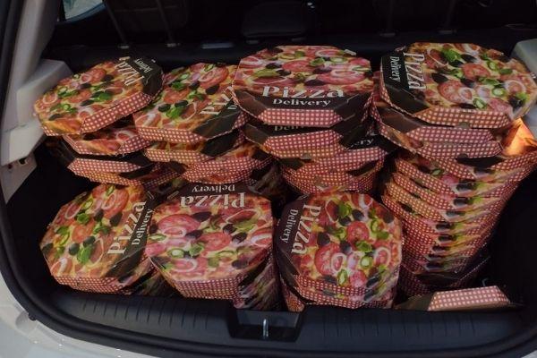 entrega de pizzas para moradores de rua