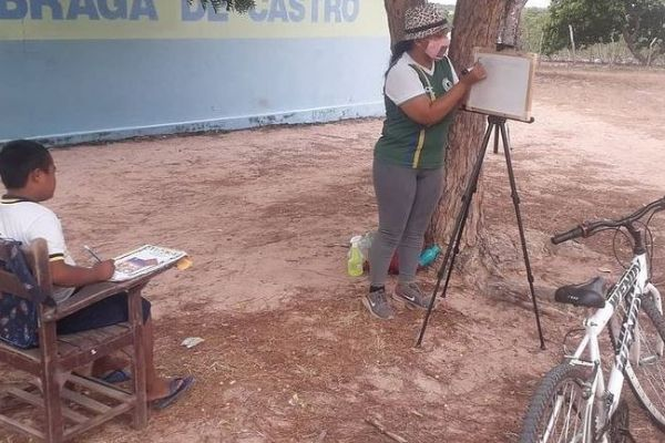 professora Noadias Novaes dando aulas no sertão