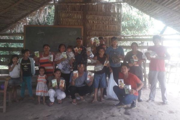 VOAA e Instituto Alok entregam 1,4 toneladas de sementes para aldeias indígenas recuperarem plantações no Acre
