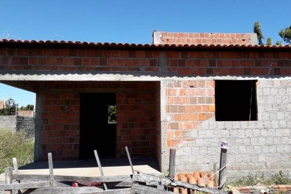 Despejados, mãe depressiva e filho com síndrome de down ganham vaquinha para construírem novo lar