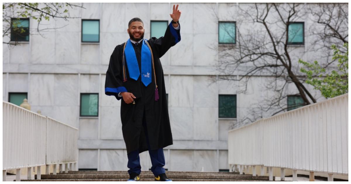 zelador conquista diploma vira professor