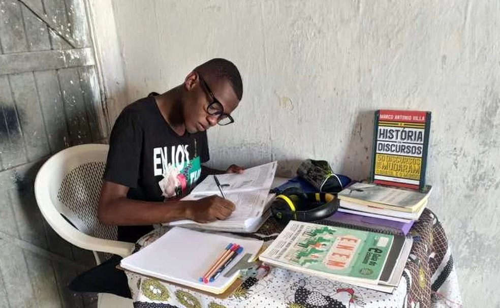 jovem estudava casa sem energia passa medicina bahia