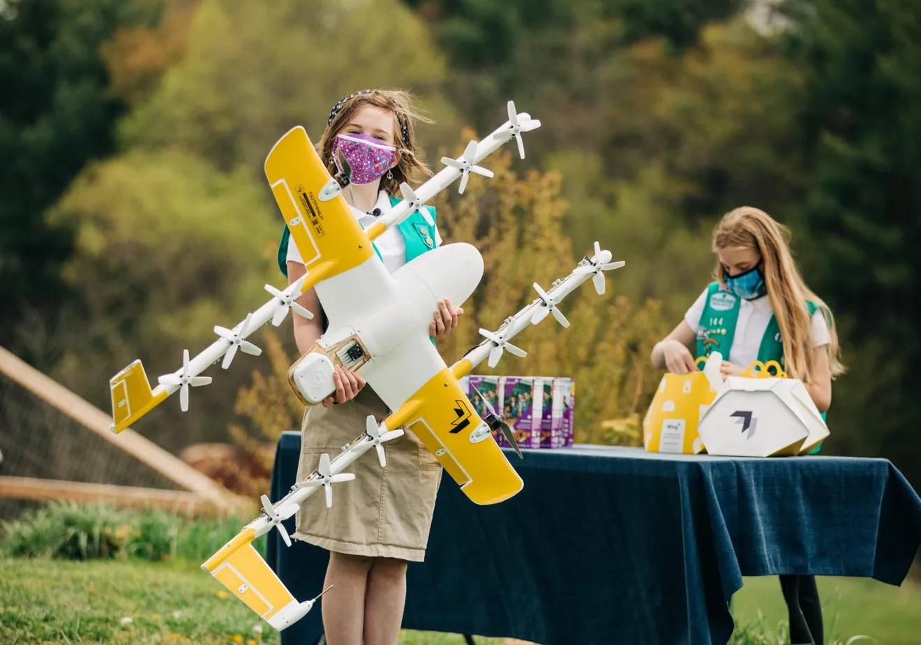 escoteiras usam drone do google entrega biscoitos