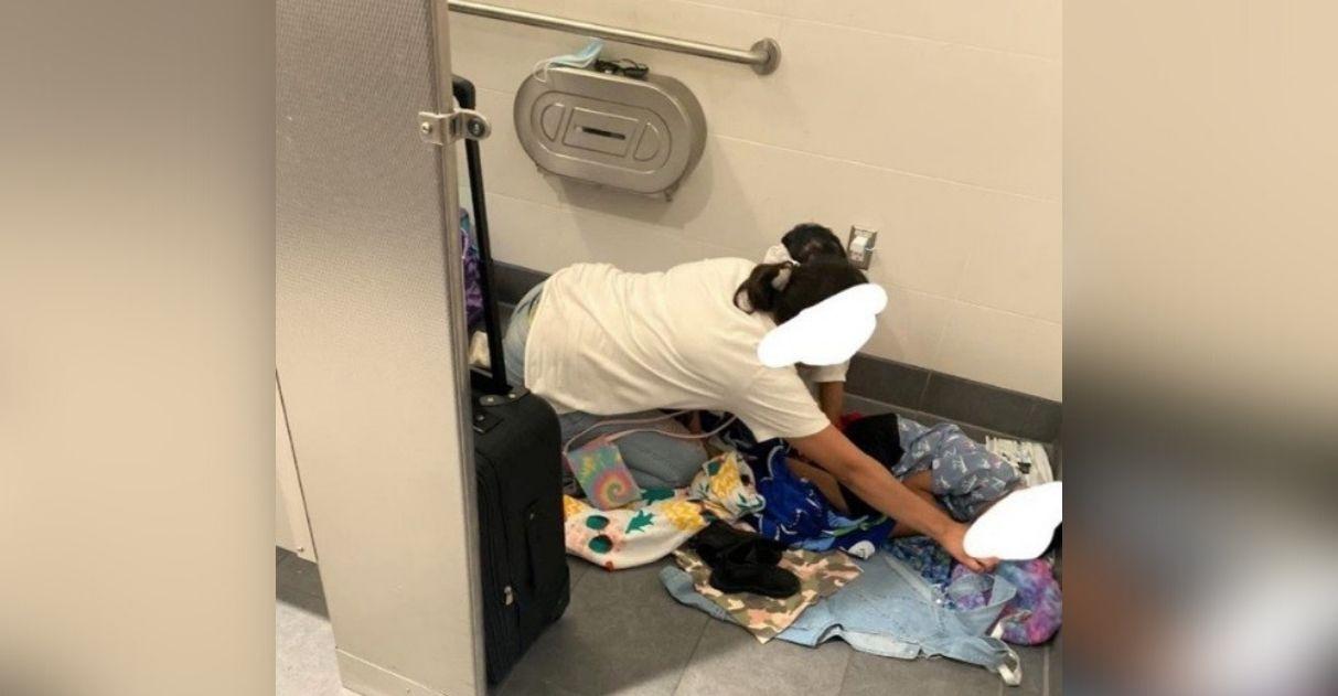 mulher oferece quarto de hotel para desconhecida e filhos dormiam banheiro aeroporto