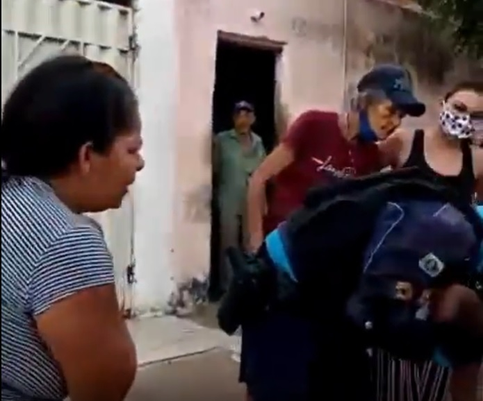 policiais salvam vida de bebê engasgada