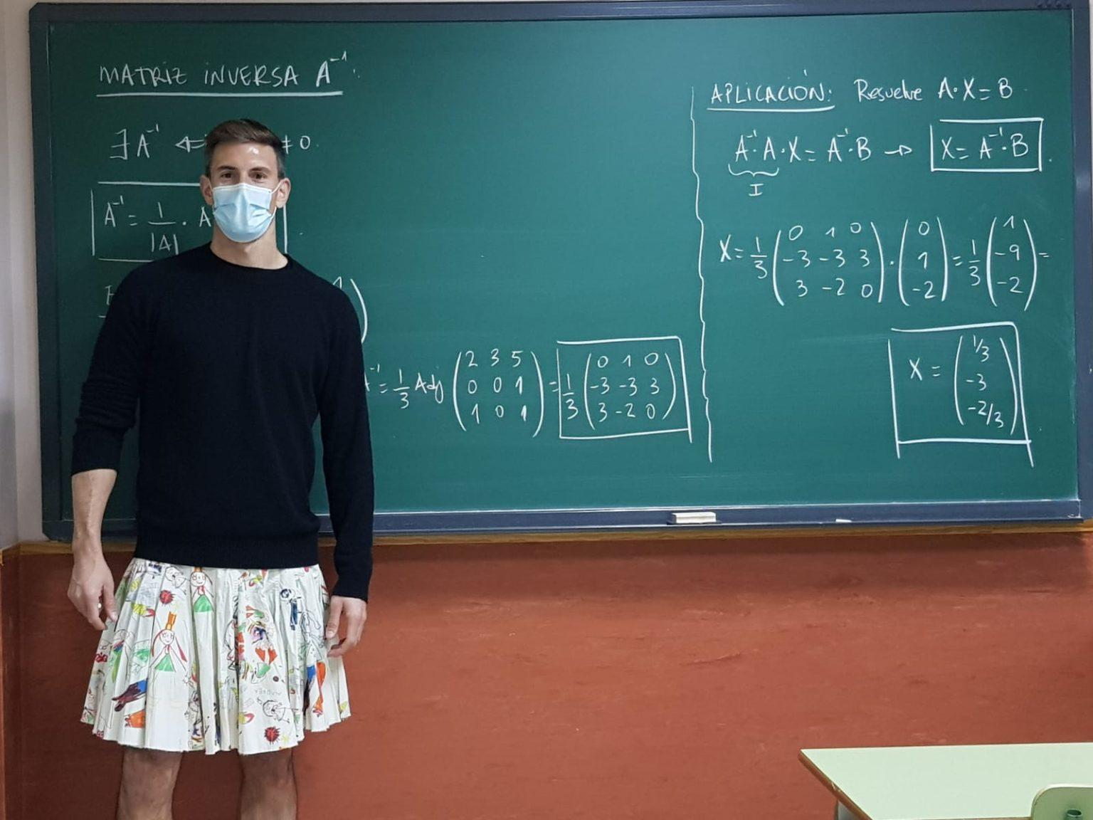 professores vestem saia para apoiar aluno