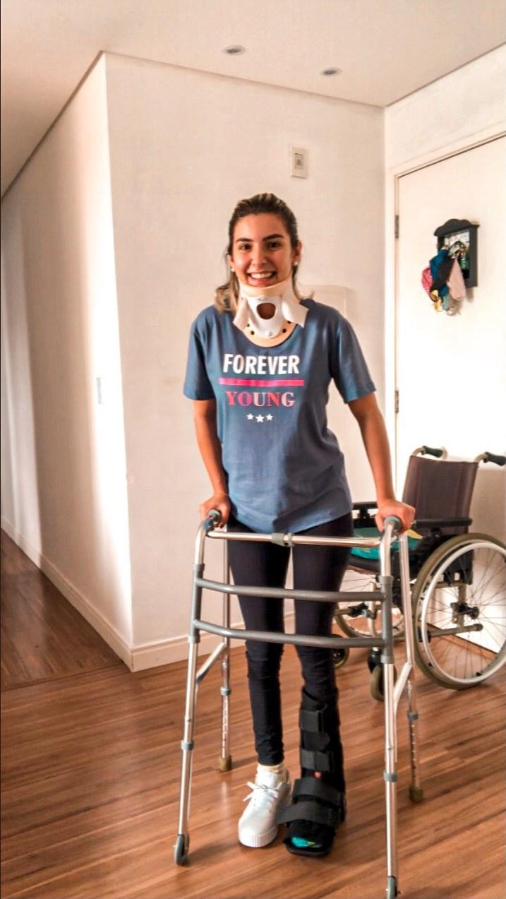 jovem diagnóstico tetraplegia volta andar após acidente de carro