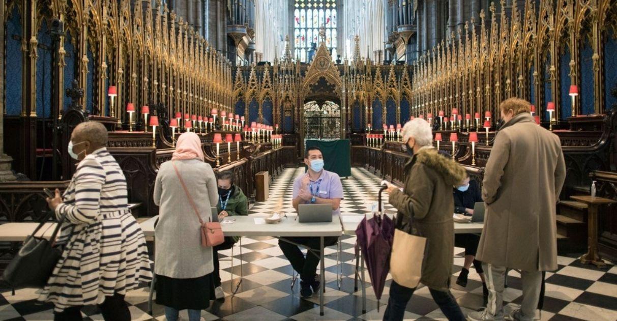 reino unido não registra mortes por covid pela primeira vez em um ano