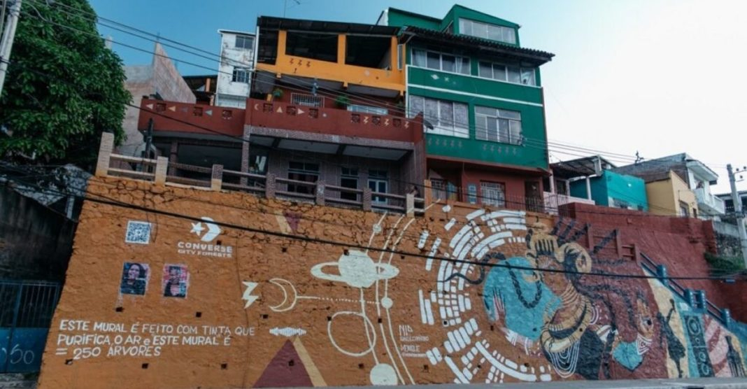 Salvador ganha mural produzido com tinta purifica o ar