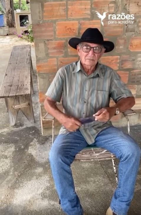 neto presenteia avô com antiga fotografia de família