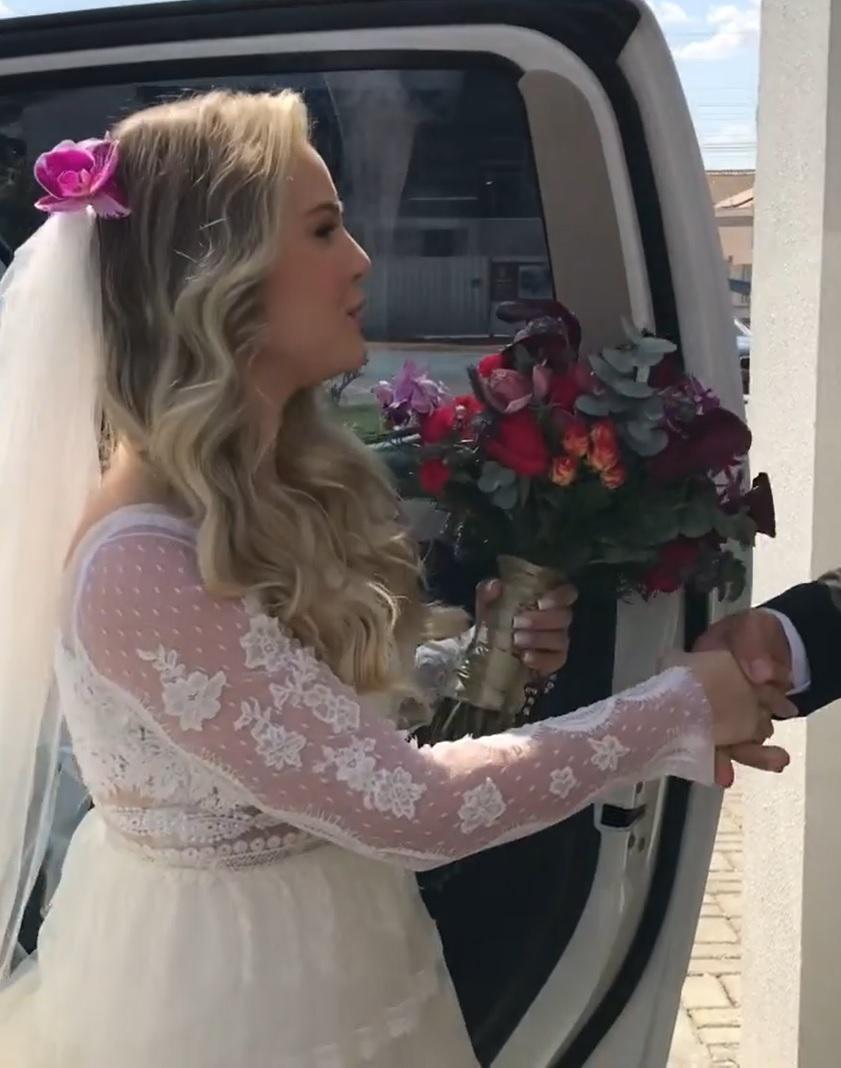 pai chora ver filha vestida noiva pronta casamento
