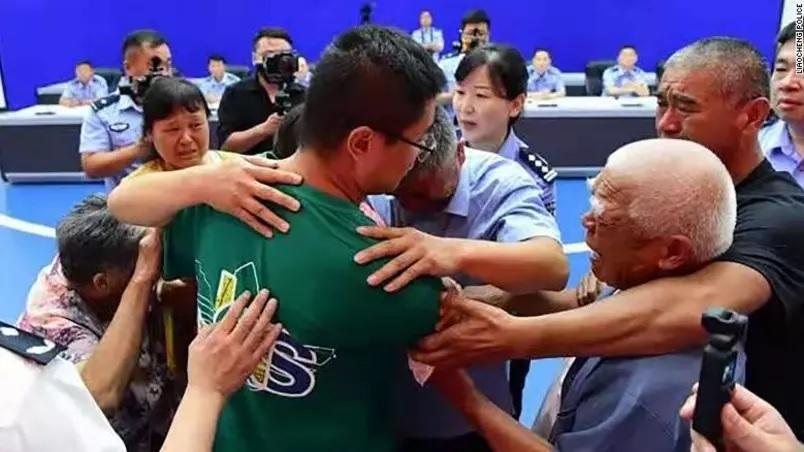 pai reencontra filho sequestrado china