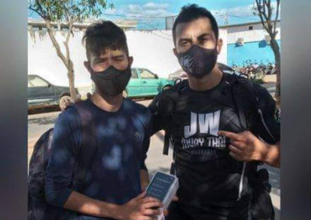 vendedor celular roubado ganha novo irmão assaltante