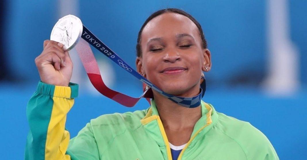 Com 'Baile de Favela', Rebeca Andrade supera 3 lesões, brilha na ginástica  e fatura medalha de prata