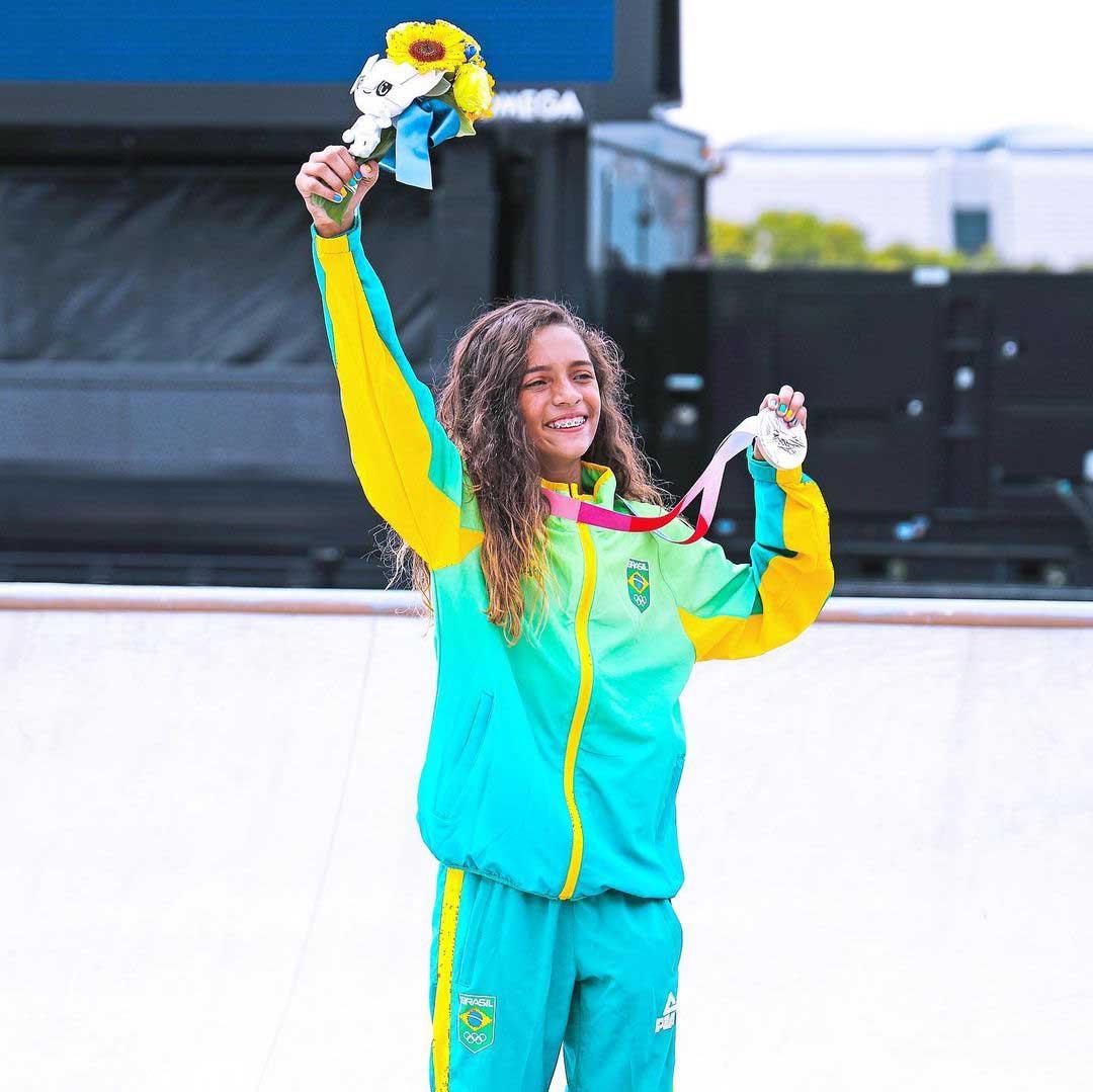 rayssa leal levanta medalha prata skate street feminino olimpíadas tóquio