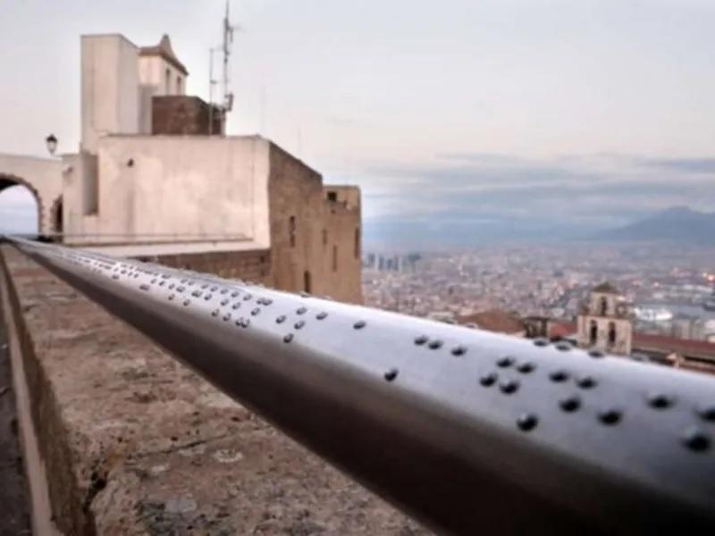 corrimão braille deficientes visuais desfrutem mirante Itália