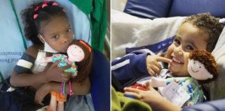 crianças hospitalizadas abraçando bonecas terapêuticas