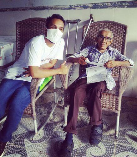 voluntários levam cartinhas acolhimento idosos isolados pandemia