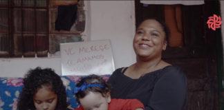 mãe dá depoimento após ganhar apartamento da construtora Plano&Plano