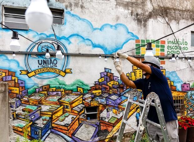 ação social instala lâmpadas led comunidade paraisópolis