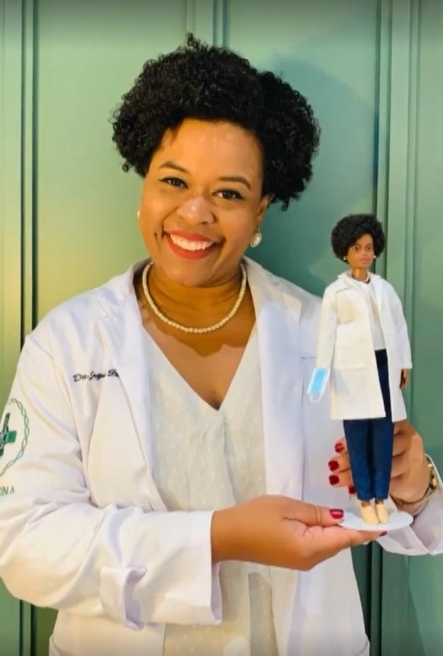 biomédica brasileira ajudou sequenciar dna coronavirus homenagem boneca barbie