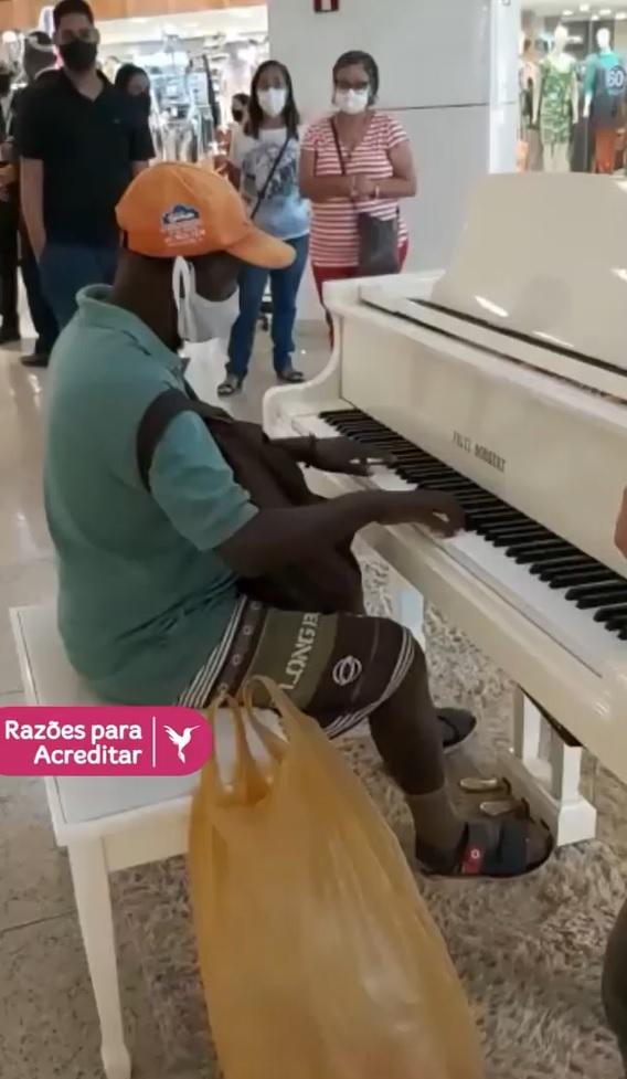 vaquinha voaa vendedor ambulante tocou piano shopping sonha ter teclado