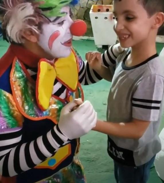 artista realiza sonho menino cego conhecer palhaço