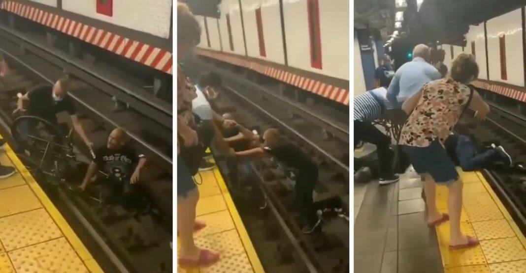 homem desce trilhos trem salvar cadeirante caiu metrô