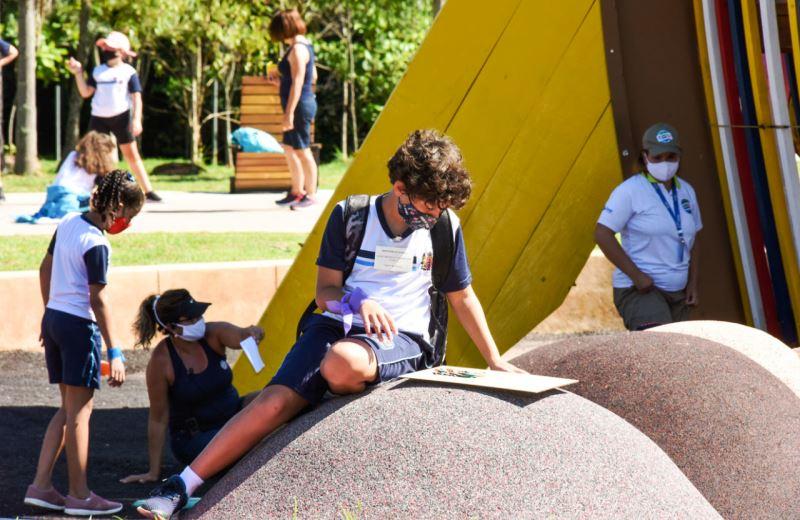 escolas públicas estudantes ar livre sala de aula céu aberto