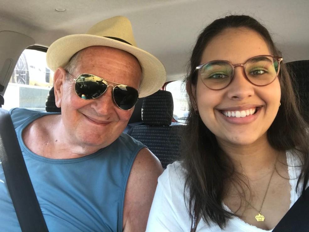 avô entrega fusca prêmio rifa neta curso medicina