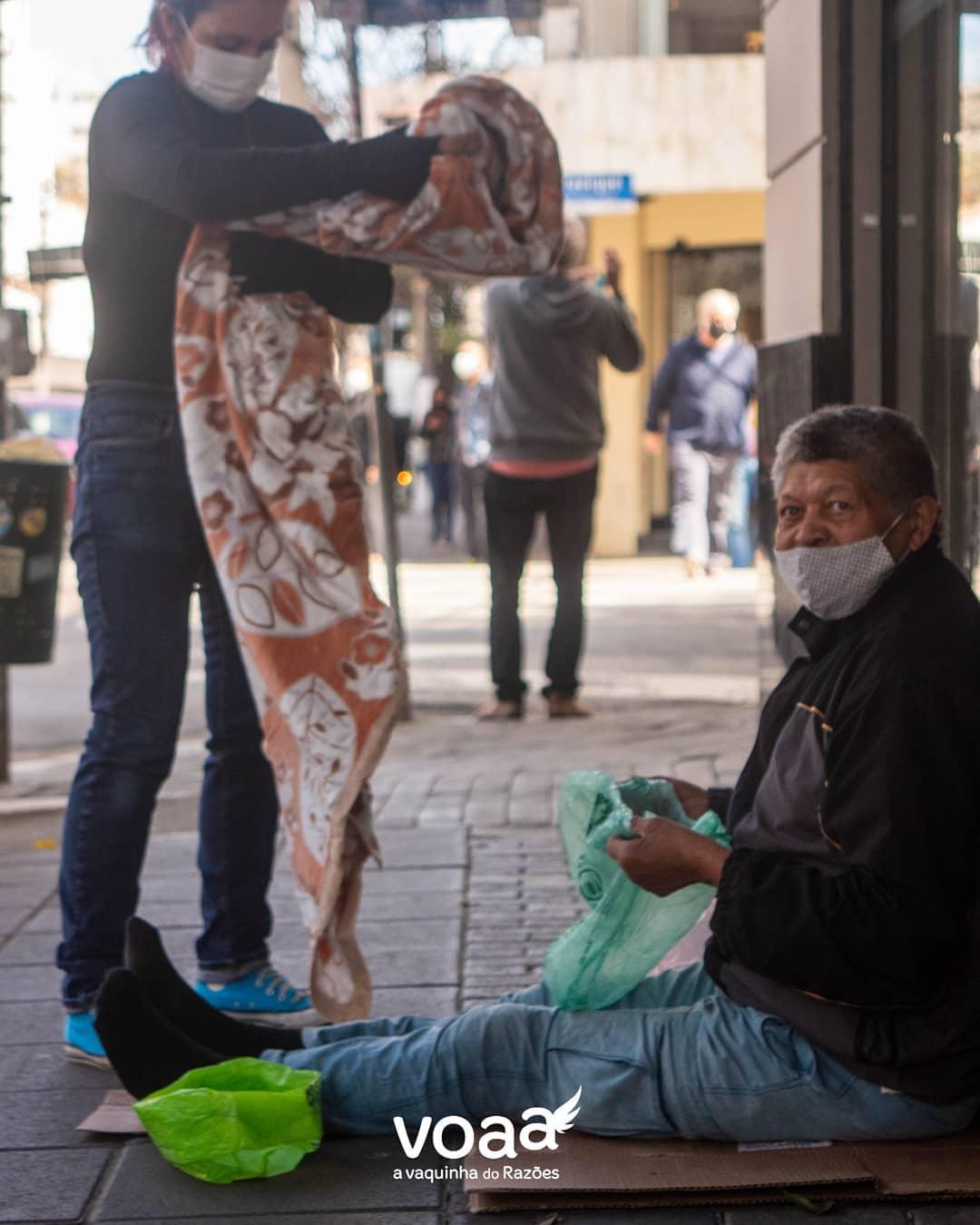 campanha razões distribui centenas cobertores pessoas situação de rua sp