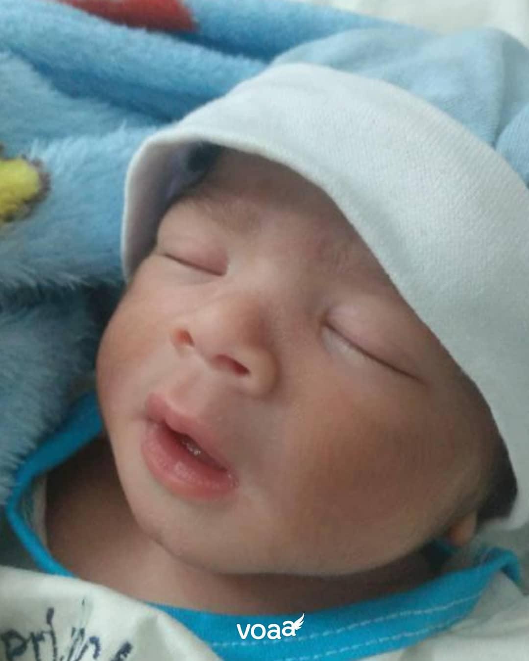 voaa jovem adotou bebê deficiência dá à luz menino