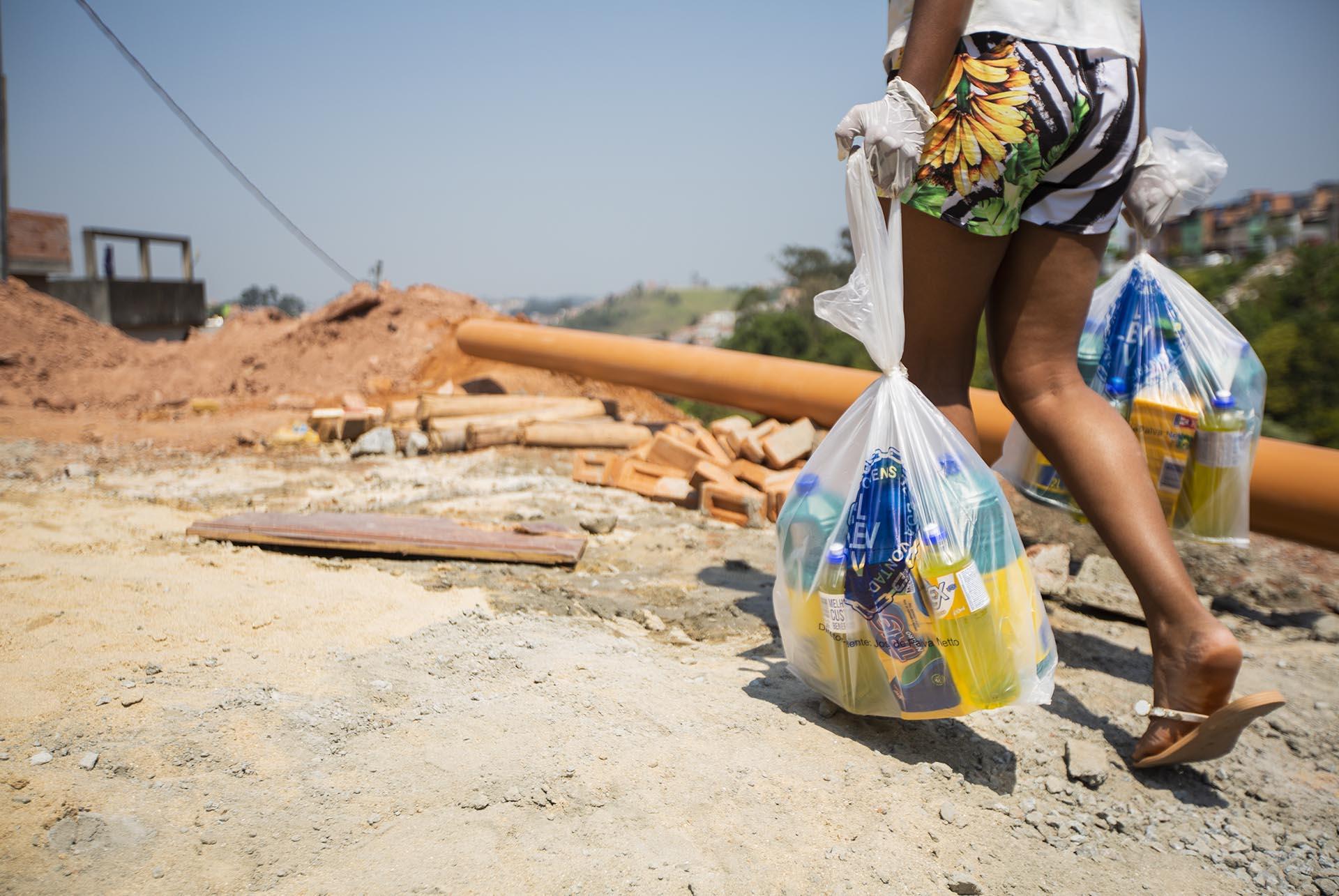 vaquinha voaa idosa e famílias carentes cestas básicas
