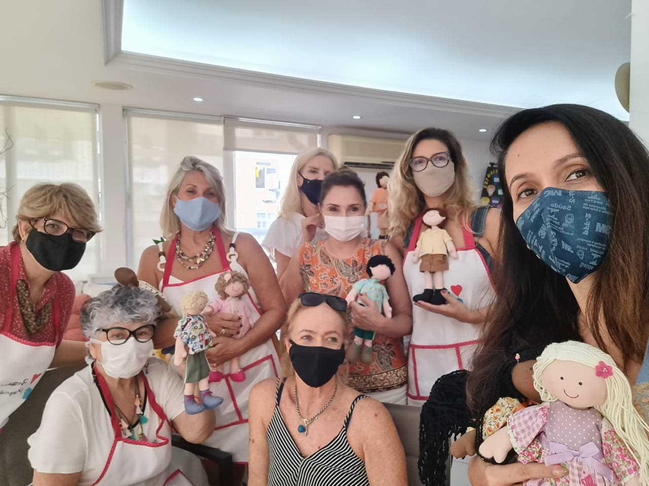 voluntárias do projeto bonecas de propósito