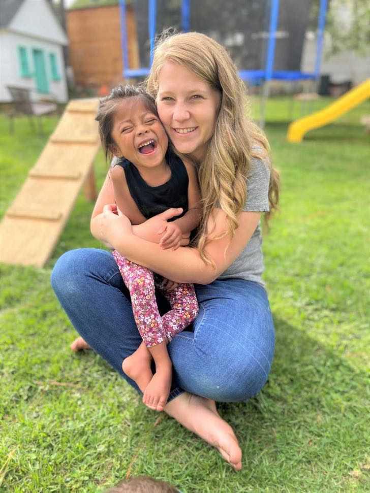 mulher cria fundação que acolhe crianças abandonadas por terem deficiência