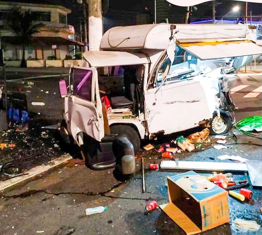 clientes compram kombi nova família food truck destruído acidente