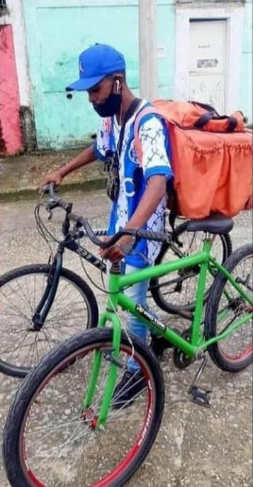 entregador ganha bike nova cliente